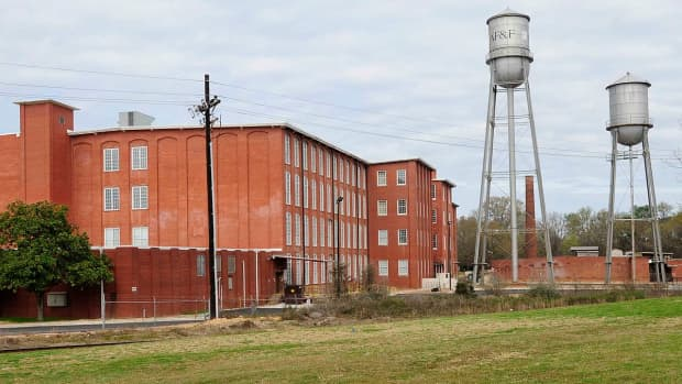 growing-up-in-a-mill-town-in-a-house-by-the-railroad-tracks