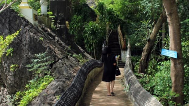 finding-and-climbing-the-steps-of-mount-phou-si-luang-prabang-laos