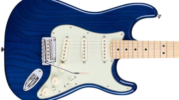 product-review-fender-deluxe-stratocaster-sapphire-blue-transparent-with-maple-fingerboard