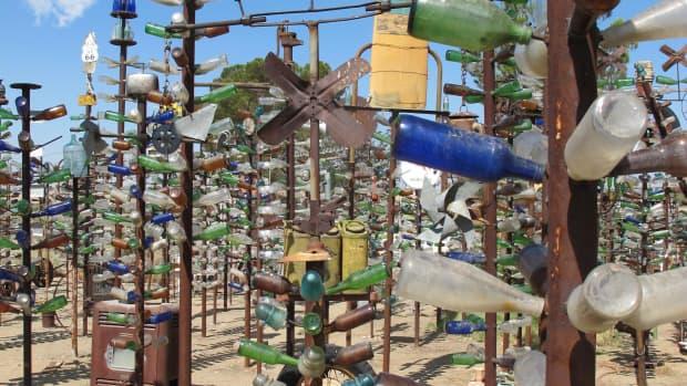 top-ten-wacky-yard-art-displays-in-america