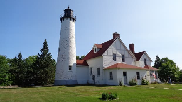 michigan-lighthouses-on-lake-superior
