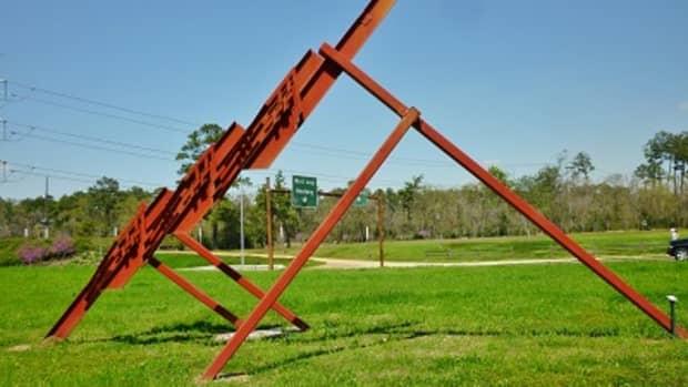 three-quarter-time-sculpture-by-ben-woitena-in-houstons-memorial-park