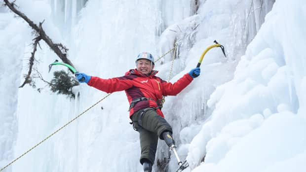 xia-boyu-he-climbed-mount-everest-on-his-fifth-attempt-at-the-age-of-69-as-a-double-amputee
