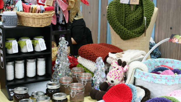 sell-knit-and-crochet-crafts-at-crafts-fairs