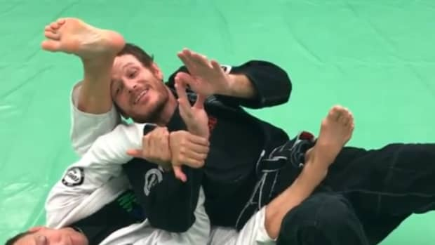 how-to-defend-the-armbar-from-the-back