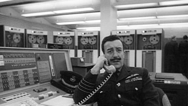 satire-in-cold-war-film-of-the-early-1960s-the-manchurian-candidate-and-dr-strangelove