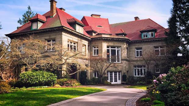 historic-and-elegant-pittock-mansion-in-portland-oregon