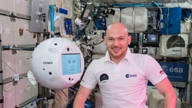 人工智能机器人首次亮相国际空间站