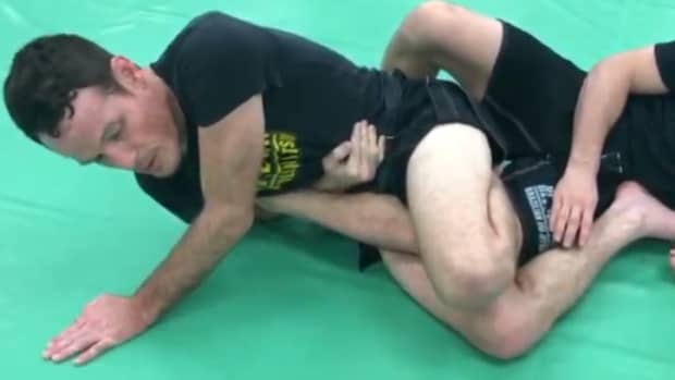 sweeping-into-straight-ankle-locks