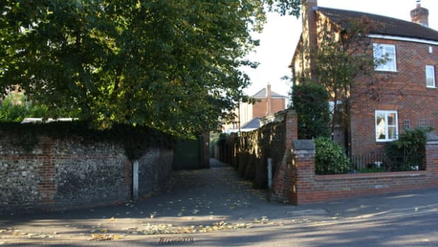 portland-alley-a-poem