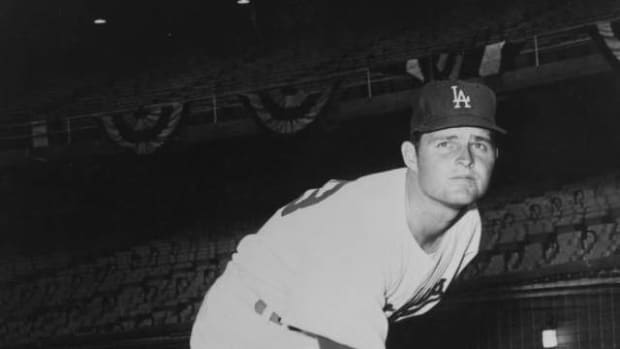 the-time-don-drysdale-threatened-to-sue-the-national-league