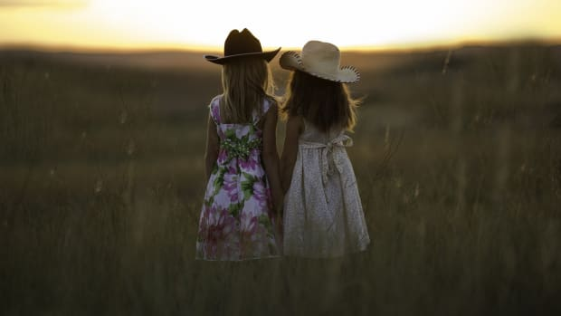 sisters-staying-connected-when-youre-grown-up