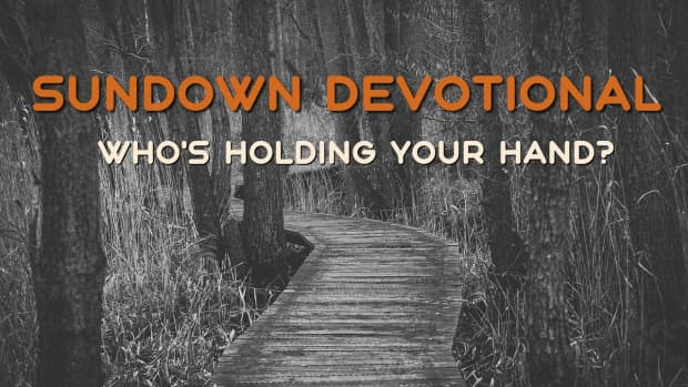 new-year-devotional-whos-holding-your-hand