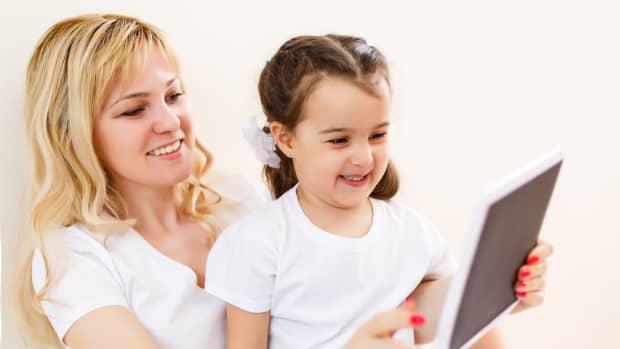 elmo-calls-app-helps-babies-and-toddlers-accomplish-milestones