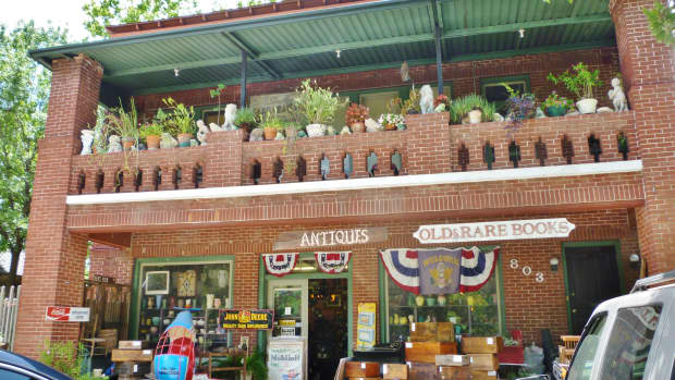august-antiques-store-in-houston-heights