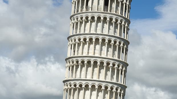 10-amazingly-weird-buildings-from-around-the-world