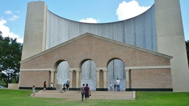landmark-williams-water-wall-in-galleria-area-of-houston