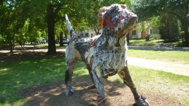 carter-ernst-dog-sculpture-in-houstons-true-north-exhibit