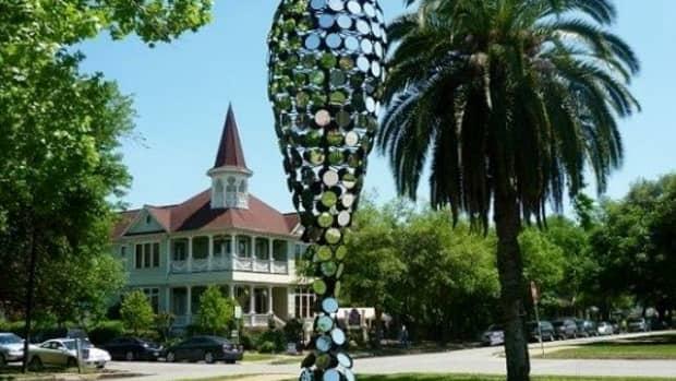 dean-ruck-creates-ourglass-in-houston-sculpture-exhibit