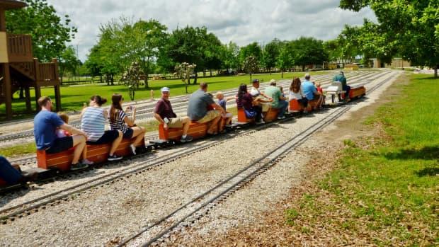 zube-park-houston-live-steamers-miniature-train-ride