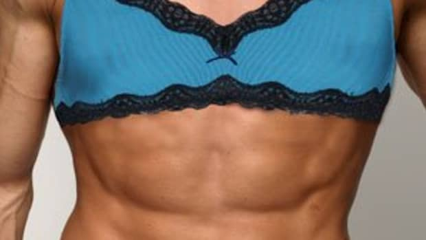 men-in-bras-just-for-fun