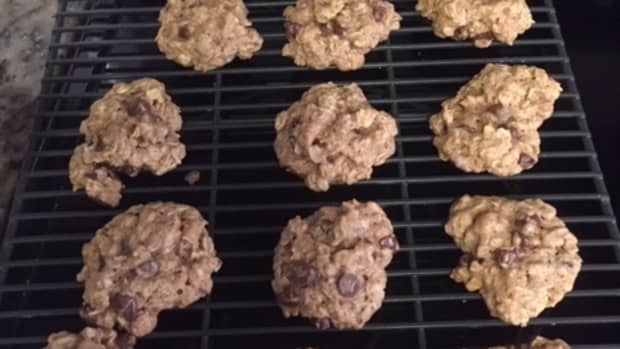 soft-chocolate-chip-oatmeal-cookies