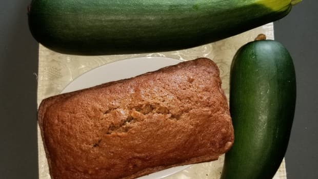 zucchini-bread-made-easy-with-one-bowl