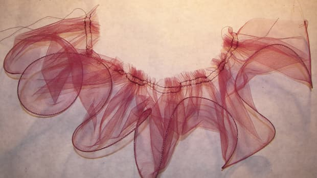 how-to-make-a-lettuce-edge-tulle-ruffle-with-your-sewing-machine