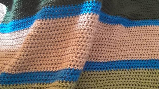 free-crochet-pattern-striped-baby-blanket