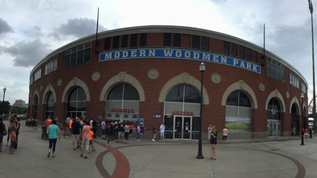 ten-minor-league-baseball-ballparks-to-visit-before-you-die
