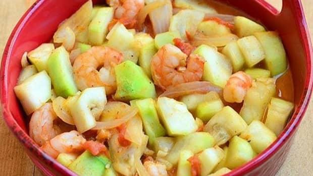 filipino-stir-fried-upo-squash-with-bagoong-shrimp-paste