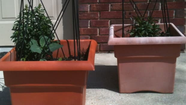 spray-paint-outdoor-plastic-pots-containers