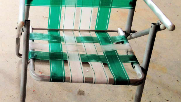 rejuvinating-classic-webbed-lawn-chairs
