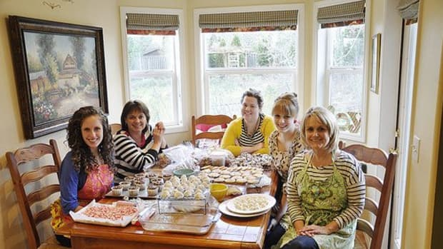 how-to-host-a-cookie-baking-party