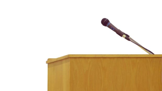 how-to-overcome-the-fear-of-public-speaking-tips-to-build-oratory-skills