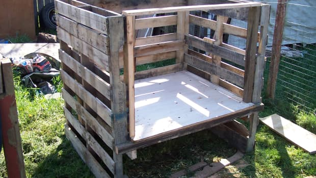 the-many-uses-of-wooden-pallets-on-an-urban-farm