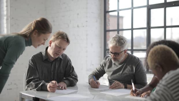 4-ways-an-employee-waste-time-in-office