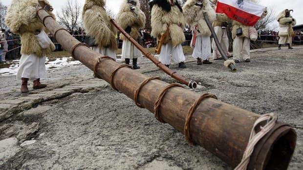 hungarian-buso-walking-carnival