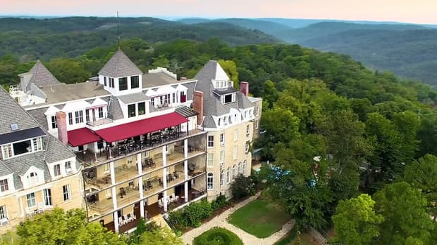 10-of-the-scariest-haunted-hotels-in-america