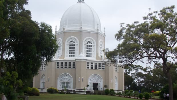 On a hilltop on the Northern Beaches, near the Garingal National Park, is one of the largest Bahai temples in the southern hemisphere.
