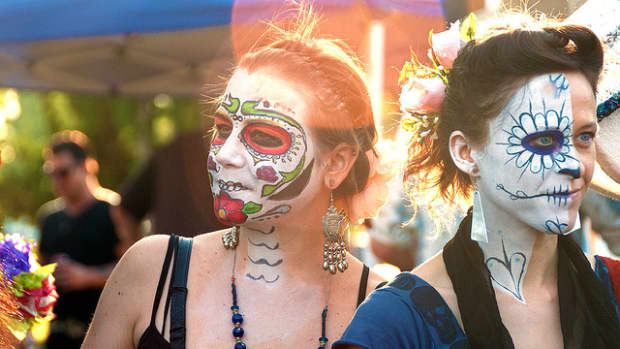 day-of-the-dead-skull-makeup