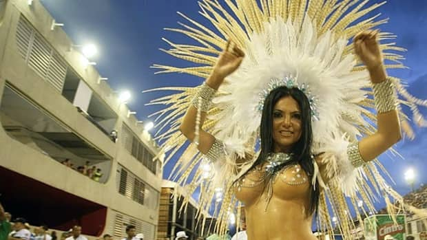 Fabia Borges in her 2010 Parade with Rocinha Samba-School. foto by Alexandre Vidal - Foto BR