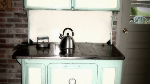 using-wood-stoves-for-off-grid-cooking