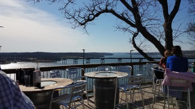 shawnee-bluff-winery-a-little-gem-at-lake-of-the-ozarks