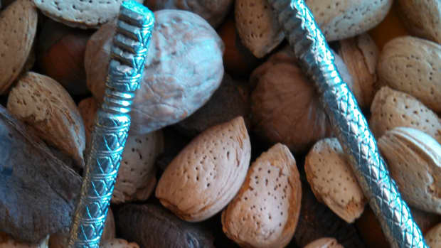 nutcracker-what-is-the-best-nut-cracker-for-pecans-walnuts-hazelnuts-filberts-almonds-and-brazil-nuts