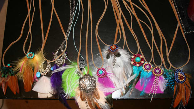 feather-accessories-a-new-vice