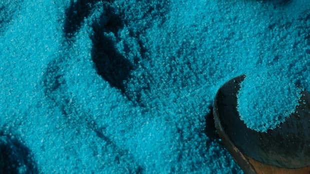 how-to-make-your-own-sandalwood-bath-salts