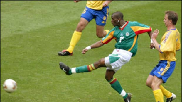 truly-golden-famous-golden-goals-in-soccer-history
