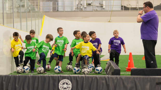 teaching-no-hands-in-soccer