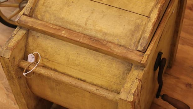 vintage-butter-churns-working-reproduction-butter-churns